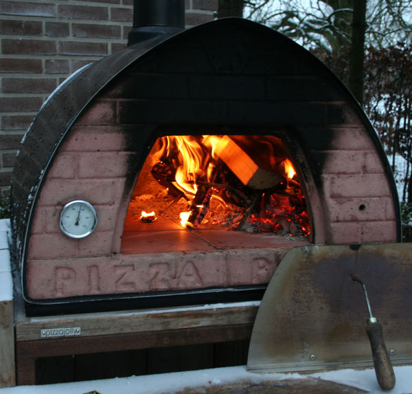 In de winter pizza maken met een PIZZAJOLLY pizzaoven