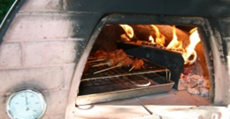 Ook een barbecue in de PIZZAJOLLY steenoven!